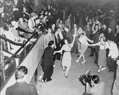 Jitterbug_dancers_1938